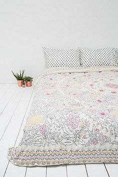 Agra Stripe Quilt in Grey - Urban Outfitters