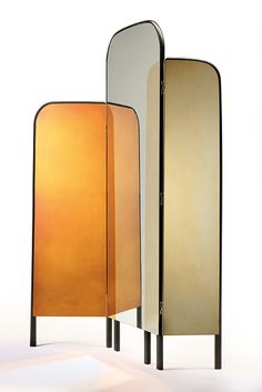 Designed by Jacco Bregonje in collaboration with Sienna-based Antique Mirror, the wood and mirror clad 'Blurred Lines' folding screen is available in 'Gray' and the elegant 'Gold' version shown above. Overlapping shades of metal create a playful trompe l'oeil injecting a little magic through the use of oxidation. via @Rafael Cordeiro Cordeiro Dering hall