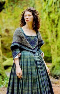 This list contains 50 best gift ideas for Outlander TV Series Fans. There are so many amazing gifts that you can purchase for someone in your life that loves Outlander TV Series' characters, … Claire Fraser, Jamie Fraser, Historical Costume, Historical Clothing, Costumes Outlander, Outlander Clothing, Outlander Knitting, Diana Gabaldon Outlander, 18th Century Clothing