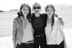 Mélanie Laurent, venue présenter à Cannes son long-métrage Respire, entourée des actrices Joséphine Japy et Lou de Lâage http://www.vogue.fr/sorties/on-y-etait/diaporama/dans-les-coulisses-de-cannes-jours-4-5-festival-de-cannes-2014/18797/image/1001925#!melanie-laurent-venue-presenter-a-cannes-son-long-metrage-respire-entouree-des-actrices-josephine-japy-et-lou-de-laage