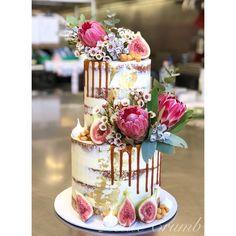 Two tier wedding cake, native flowers, semi naked - Scheunen hochzeit Wedding Cake Two Tier, Black Wedding Cakes, Fall Wedding Cakes, Wedding Cake Designs, Two Tier Cake, Wedding Vows, Wedding Cake Centerpieces, Family Cake, Naked Cakes