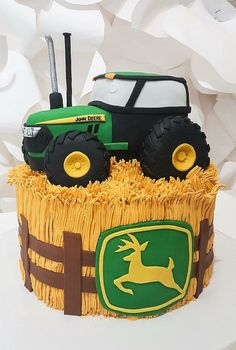 John Deer tractor cake with an edible tractor made of cake. - John Deer tractor cake with an edible tractor made of cake. Digger Birthday Cake, Tractor Birthday Cakes, Digger Cake, 80 Birthday Cake, Deer Cakes, Safari Cakes, Farm Cake, Cake Images, Novelty Cakes
