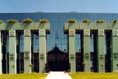siedziba Sądu Najwyższego (więcej: http://archinea.pl/sad-najwyzszy-w-warszawie-marek-budzynski-zbigniew-badowski/)