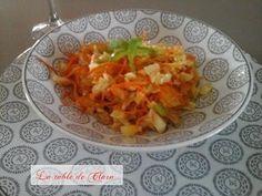 Salade végétarienne au chou blanc / La table de Clara Salsa, Cabbage, Vegetables, Ethnic Recipes, Food, Vegetarian Salad, Family Meals, Sprouts, Essen