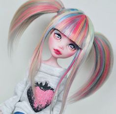 "Monster High doll ""Lily"" and wig customized by Mozekyto on Youtube and Instagram."