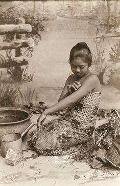 People Photography, Travel Photography, Kebaya Jawa, Old Photos, Vintage Photos, Indonesian Women, Filipino Culture, Dutch East Indies, Travel Oklahoma