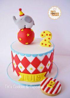 Encontrando Ideias                                                                                                                                                                                 Más 25th Birthday Cakes, Carnival Birthday Parties, Circus Birthday, Bolo Do Dumbo, Dumbo Cake, Baby Cakes, Cupcake Cakes, Circus Cookies, Carnival Cakes