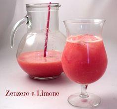 DRINK al POMPELMO e ZENZERO25 g di radice di zenzero fresca 1 pompelmo rosa 1 arancia 500 ml di acqua fredda zucchero ghiaccio a cubetti