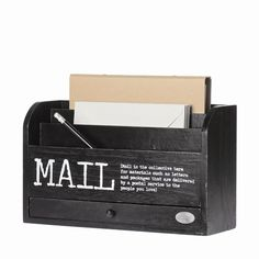Riverdale Postbakje Mail black 30cm. https://www.gardentoday.nl/woondecoratie/riverdale-postbakje-mail-black-30cm/23/3529