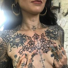 On Hayah ( ) today! Thank you so much for killing this floral chest piece today! Thanks for challenging me, it was a puzzle! Backpiece Tattoo, Chest Tattoo, I Tattoo, Samoan Tattoo, Polynesian Tattoos, Grey Tattoo, Beard Tattoo, Tattoo Girls, Girl Neck Tattoos