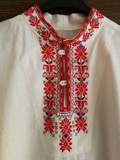 Pearl Embroidery, Embroidery On Kurtis, Kurti Embroidery Design, Blackwork Embroidery, Folk Embroidery, Cross Stitch Embroidery, Embroidery Patterns, Indian Attire, Folk Costume