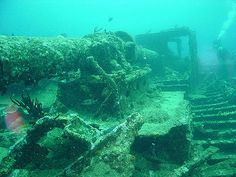 Diving on the wreck of the RMS Rhone, off Salt Island, BVI (British Virgin Islands)