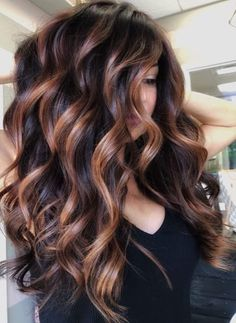Balayage is the most popular way of dyeing hair in recent years. If you want to try balayage hair, please take a look at our collection of balayage hair color ideas which can bring you new inspiration, try it boldly! Fall Hair Colors, Brown Hair Colors, Color For Hair, Level 4 Hair Color, Nice Hair Colors, Best Hair Color, Pretty Hair Color, Spring Hairstyles, Short Hairstyles