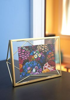 Memorable Dimension Single-Photo Frame - From the Home Decor Discovery Community at www.DecoandBloom.com