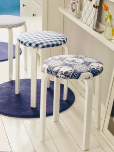 IKEA Frosta stools are comfy and amazing pieces that can be hacked in various ways. I don't mean only stenciling or painting, you can turn a Frosta stool . Stool Makeover, Furniture Makeover, Ikea Furniture, Furniture Projects, Frosta Ikea, Ikea Stool, Amazing Decor, Diy Interior, Home Decor