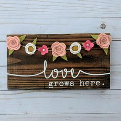 Ideas diy crafts to sell spring wood signs Felt Flowers, Fabric Flowers, Paper Flowers, Wood Flowers, Arts And Crafts For Teens, Arts And Crafts Projects, Felt Projects, Wood Projects, Felt Crafts