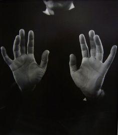 Imogen Cunningham - Hands of a hand surgeon