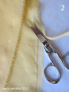 Los tejidos transparentes (gasa, georgette, chifón...) requieren bordes de costura estrechos para lograr un buen aspecto de la costura tanto...