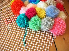 debut assemblage tapis pompon