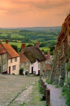 Gold Hill Cottages, Shaftesbury, England, I want to go to an English village one day. Places To Travel, Places To See, Beautiful World, Beautiful Places, Photographie Portrait Inspiration, England And Scotland, Dorset England, English Village, Photos Voyages