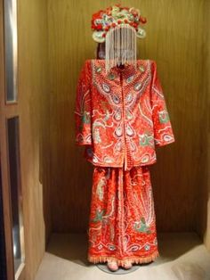 Vietnamese bridal costume Valley College, Body Adornment, The Dress, Wedding Styles, Style Inspiration, Culture, Costumes, Shirt Dress, Bridal