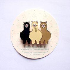 Alpaca Llama Enamel Pin Brooch for Alpaca Lovers with Gold Plating Cute Alpaca, Llama Alpaca, Alpacas, Bag Pins, Pretty Cards, Pin Badges, Brooch Pin, Enamel, Gifts