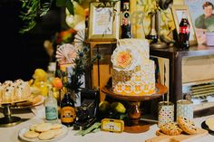 A Yellow Retro Party At UoVo - The Wedding Notebook magazine Wedding Notebook, Hippie Culture, Retro Party, Vintage Theme, The Good Old Days, Party Themes, Table Decorations, Yellow, Flowers