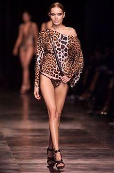 Saint Laurent Spring 2002 Ready-to-Wear Fashion Show - Rie Rasmussen