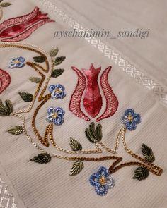 No photo description available. Zardozi Embroidery, Silk Ribbon Embroidery, Crewel Embroidery, Hand Embroidery Tutorial, Embroidery Works, Machine Embroidery, Border Embroidery Designs, Embroidery Patterns, Bordado Floral