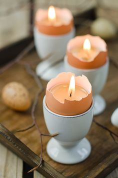 DIY Easter egg candles. Doubles as a table decoration and a cute Easter party favor.