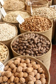 Amazing selection of nuts and dry fruit at Shuk Levinsky market in Tel Aviv Bakery Store, Vegetable Shop, Spice Shop, Fruit Shop, Fresh Market, Retail Store Design, Fruit And Veg, Dried Fruit, Grocery Store