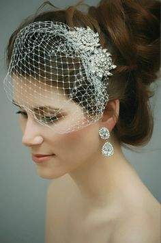 I love thee. Perfect for the bride who doesn't want a traditional veil, but doesn't want to go extreme blusher.