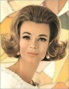 Anne de Zogheb, Shades-of-Youth hair color by Dorothy Gray, coiffure by Marc Sinclair, Vogue, April 1963 1960 Hairstyles, Vintage Hairstyles, Fashion Photo, Fashion Models, 1960s Hair, Bouffant Hair, Long Ponytails, Hair Flip, Photo Colour