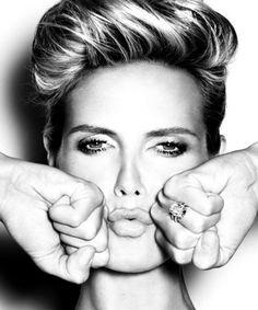 """Heidi Klum (Alemania), apareció en la portada de Vogue en sus ediciones francesa y alemana. En 2004 produce su propio reallity show llamado """"Project Runway"""" el cual apoya a diseñadores de moda emergentes."""