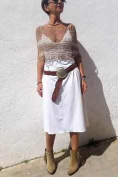 Crochet Cape, Crochet Blouse, Knitted Capelet, Summer Wraps, Minimal Outfit, Summer Knitting, Fashion Books, Stylish Dresses, Formal