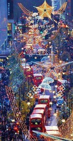 Plan a Christmas shopping London trip with the best places to shop at Christmas in London; from department stores to London's Christmas markets. Winter Szenen, Winter Christmas, Christmas Time, London Christmas Lights, Illumination Noel, Places To Travel, Places To See, Time Travel, Travel Europe