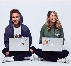 Joe and Zoe Joe And Zoe Sugg, Mark Ferris, Joseph Sugg, Buttercream Squad, Sugg Life, Bff Poses, Jack Maynard, Caspar Lee, British Youtubers