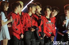 EXO - 160618 2016 Suwon K-Pop Super Concert Credit: SBS funE. (2016 수원 케이팝 슈퍼콘서트)