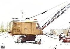 Экскаватор ЭО-4111В с драглайном. Фотографии сделаны в городе Реутове Московской области 30 декабря 1991 года на строительстве жилого дома.