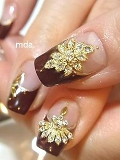This design is eccentric, and can be worn with the correct outfit to fit the theme of this nail design.