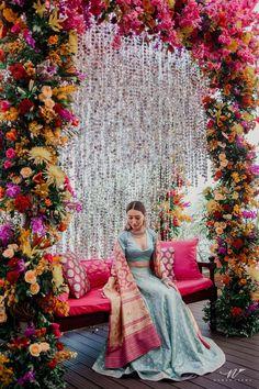 Wedding Backdrop Design, Wedding Stage Design, Desi Wedding Decor, Wedding Stage Decorations, Engagement Decorations, Wedding Bride, Mehendi Decor Ideas, Mehndi Stage Decor, Pakistani Mehndi Decor