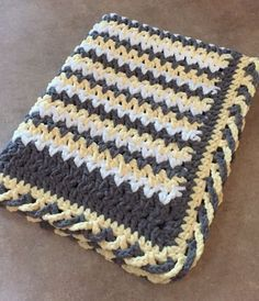 Criss-Cross EdgingThis crochet pattern / tutorial is available for free... Full Post: Criss-Cross Edging
