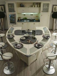Küche weiß grau Holz mit außergewöhnlicher Insel