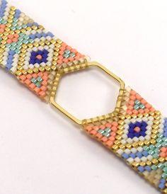 Hexagon bracelet Miyuki beads white, gold, salmon, sky blue and Royal Blue and gold. Lanyard Designs, Bracelet Designs, Bead Loom Patterns, Bracelet Patterns, Bead Jewellery, Beaded Jewelry, Gold Jewelry, Royal Blue And Gold, White Gold