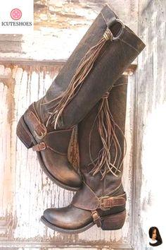 Schuhe, Strümpfe und Stulpen