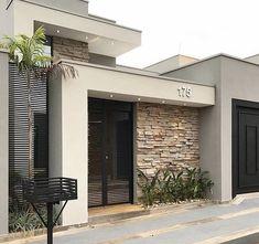 100 fachadas de casas modernas e incríveis para inspirar seu projeto House Gate Design, House Front Design, Modern House Design, Facade Design, House Exterior Design, Interior Design, Contemporary Design, House Entrance, Entrance Ideas