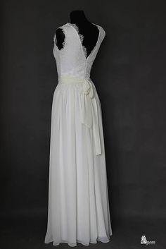 3f09aa3dee5b Svadobné šaty z krajky podšité elastickým úpletom