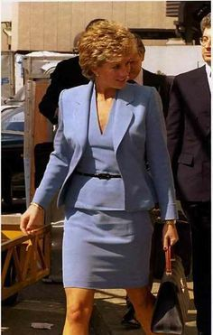 June 8 1995 Diana at Heathrow on way to Venice Two Princess, Princess Diana Fashion, Princess Diana Pictures, Princess Diana Family, Princess Of Wales, Lady Diana Spencer, Diana Williams, Diane, Royal Fashion