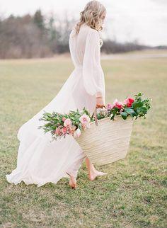 Feminine outdoor bridal morning via Magnolia Rouge