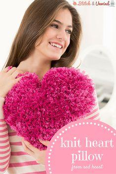 Knit heart pillow pa